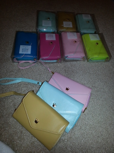Crown Smart Pouch for Samsung Galaxy S2, S3, iPhone 4, 4S