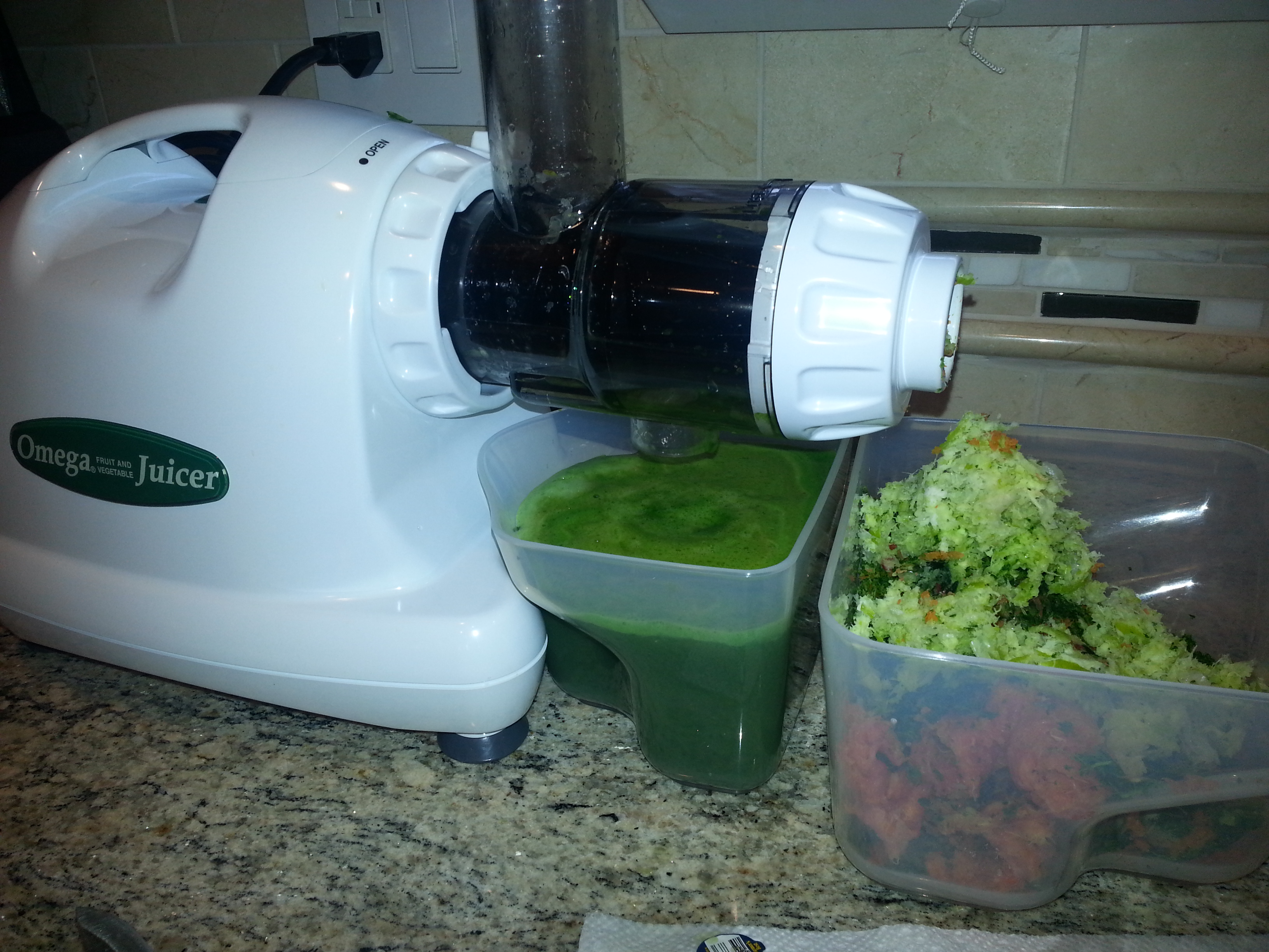 juicing with the omega j8004 juicer
